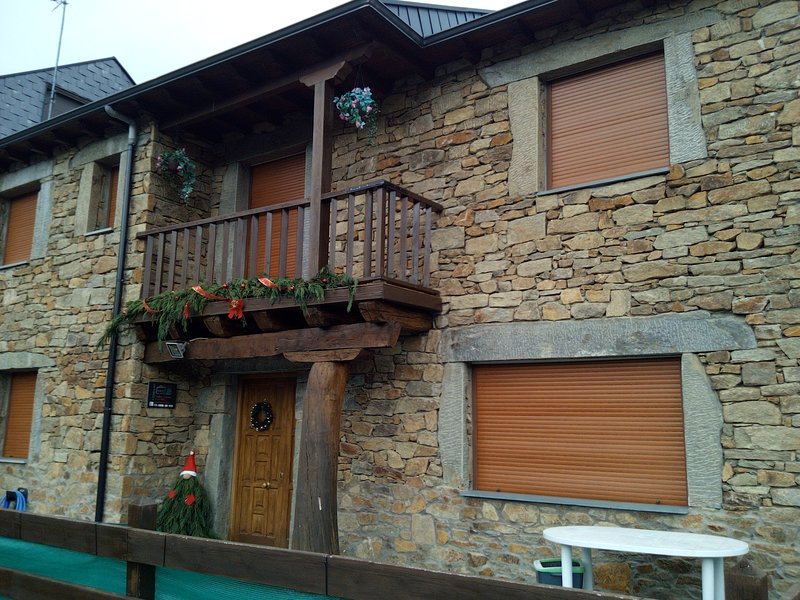 Chalet de montaña, Casa rural Las Nieves, holiday rental in San Justo