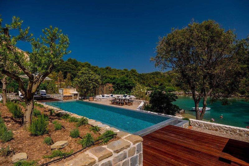 Villa Korcula Hideaway – Magnificent pool villa on the beach, Korcula island, holiday rental in Zrnovo