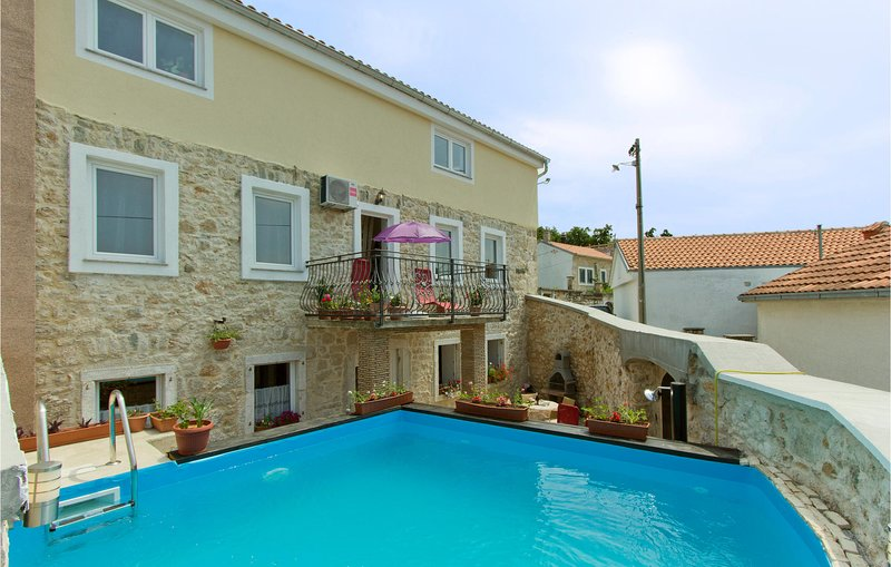 Nice apartment in Grizane with Outdoor swimming pool, WiFi and 3 Bedrooms (CKC46, casa vacanza a Kamenjak