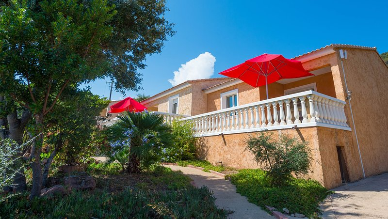 Sea view terraced house near Saint Cyprien, P10, swiimming pool, quiet located, holiday rental in Porto-Vecchio