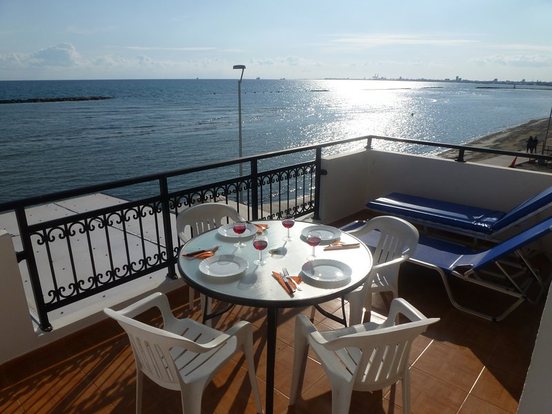 Sea View Apartment, 1 bedroom Free Wifi, holiday rental in Larnaca