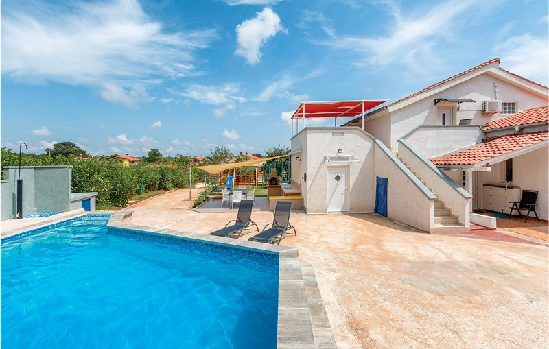 Amazing apartment in Marcana with Outdoor swimming pool and 3 Bedrooms (CIC033), casa vacanza a Muntic