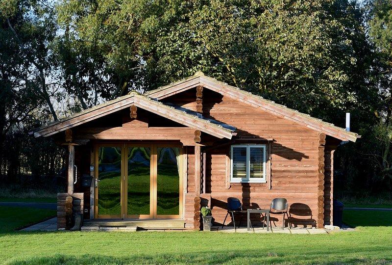 Cosy log cabin, holiday rental in Glentham