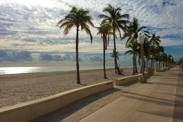 Hollywood Beach Getaway, holiday rental in Hallandale Beach
