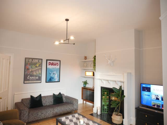 Large living room with access to full Sky TV package and Netflix