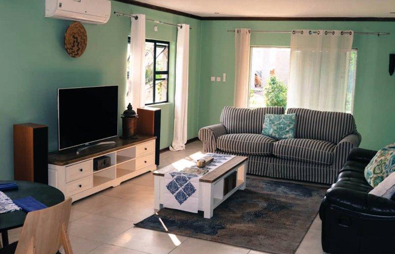 Chobe Poolside Suites-Family poolside suite, holiday rental in Botswana