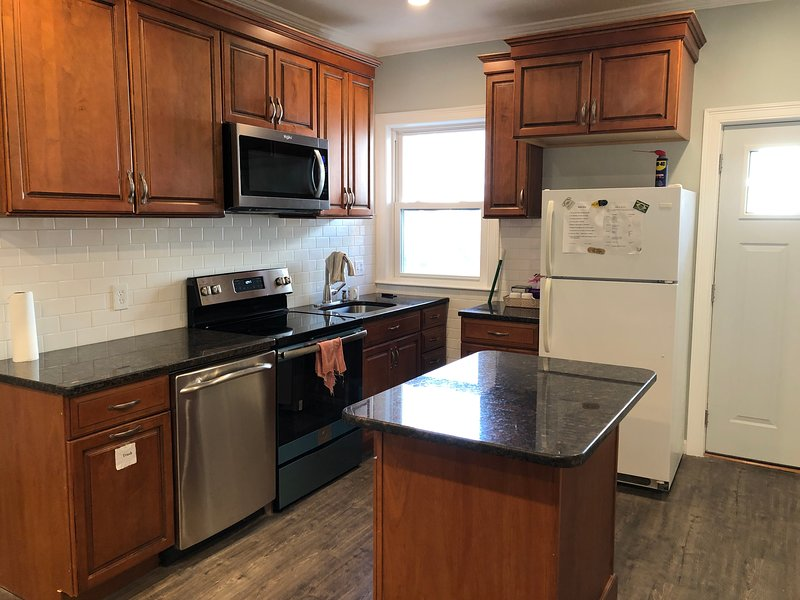 Brand New 4 BR, Free Parking, Near Public Transit, Close to Boston and Cambridge, holiday rental in Boston