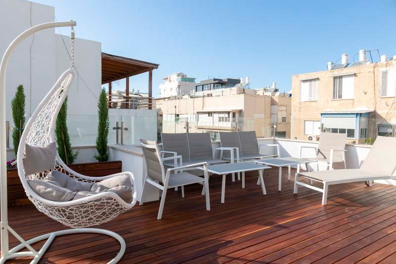 New decoreted 3 rooms Penthouse with a sun terrace, Ferienwohnung in Jaffa