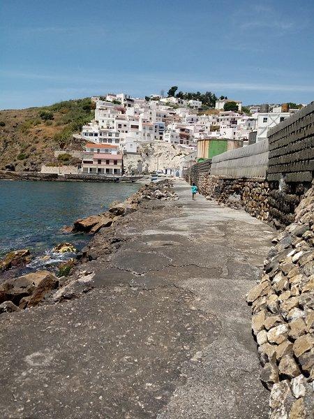 Vistas al mar y tranquilidad desde casa pintoresca, holiday rental in Salobrena