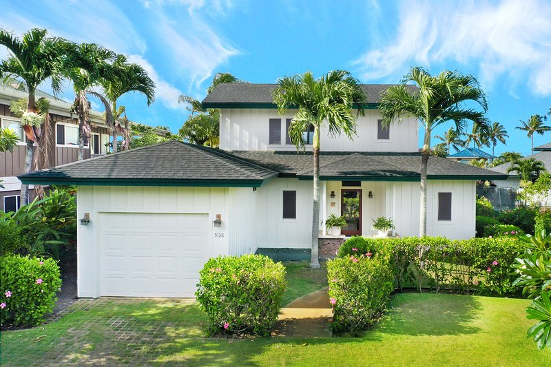 2 Minute Stroll to the Ocean--4 Minute Stroll to Beaches--Large Oceanview Home, location de vacances à Poipu