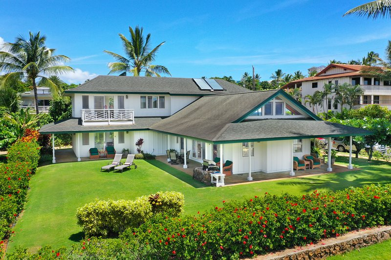 40 Second Stroll to the Ocean--Huge Oceanview Home--Hear the surf at night!, location de vacances à Poipu