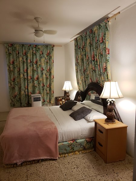Tim Pappie's Snow Hill King Room, holiday rental in Buff Bay