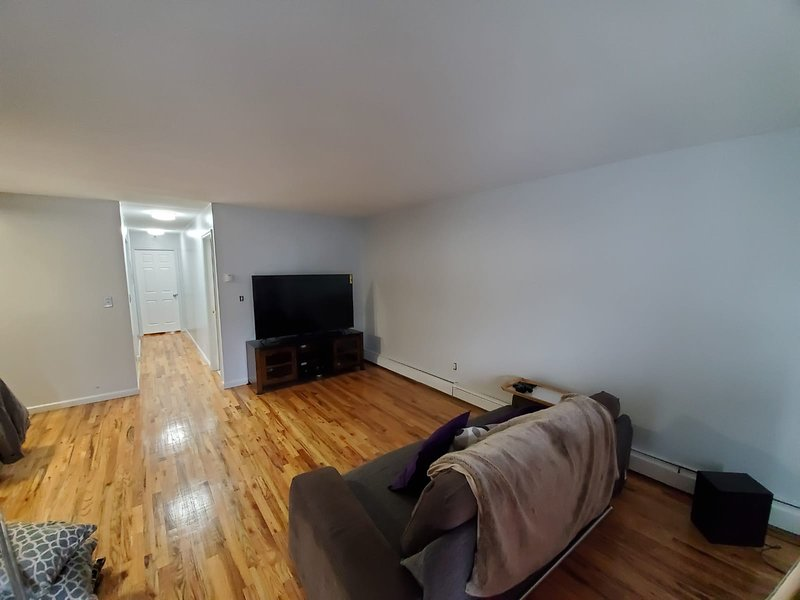 Clean cozy furnished 5 min to JFK, holiday rental in Ozone Park