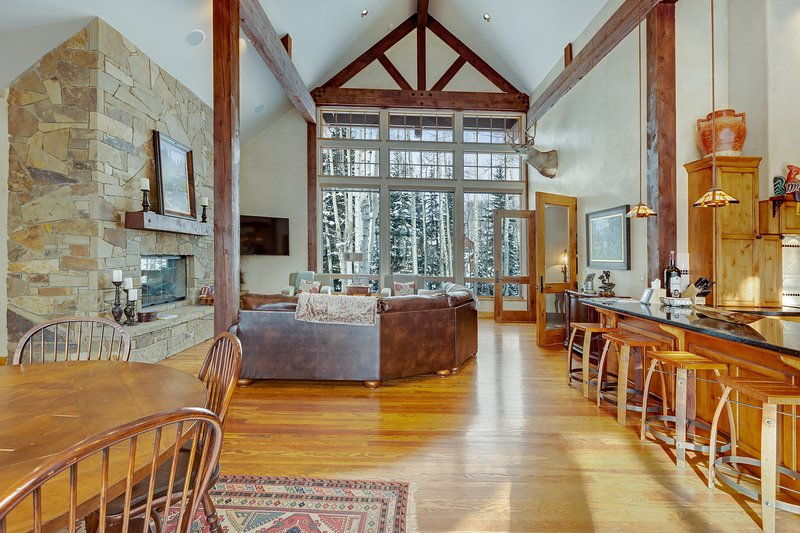 Secluded luxury cabin w/ game room & mountain views - close to skiing!, vacation rental in Marble
