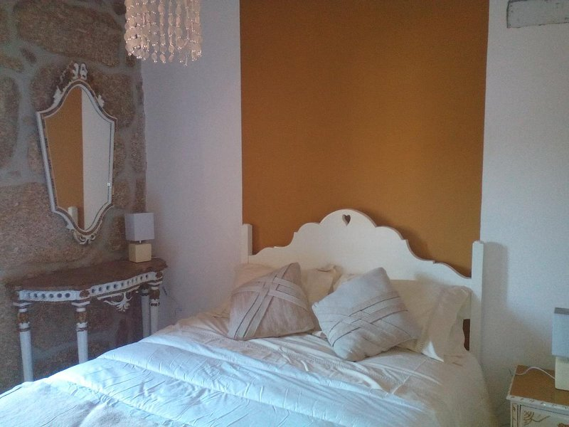 Beautiful house with balcony & Wifi, location de vacances à Covilha