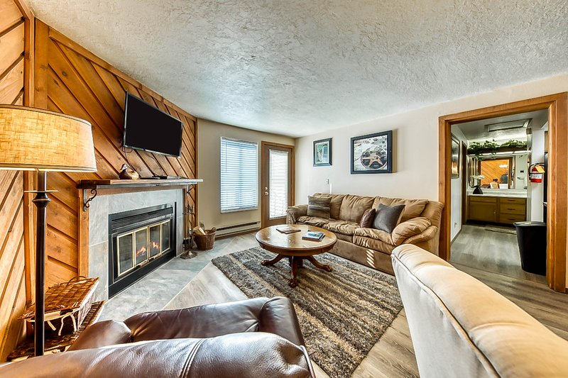Timberbrook condo w/shared pool, sauna & hot tub - close to slopes!, location de vacances à Brian Head