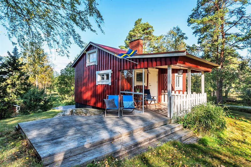 Two pastoral cottages in the Archipelago, holiday rental in Hogmarso