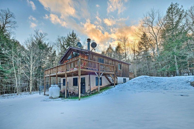 Jewett Cabin w/Viewing Deck - 10 Mins to Skiing!, holiday rental in Jewett