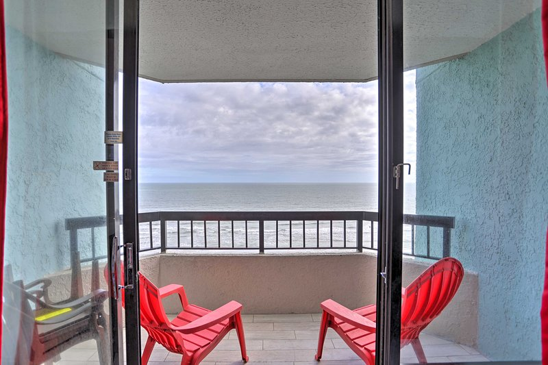 NEW! Oceanfront Myrtle Beach Oasis, Steps to Beach, vacation rental in Myrtle Beach