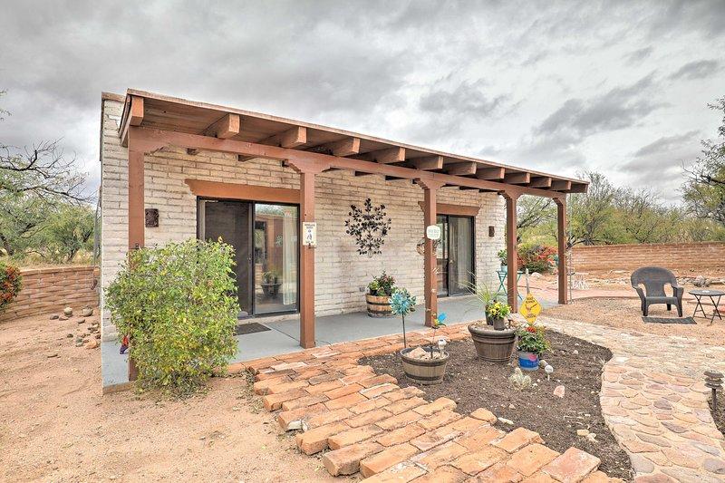 NEW! Desert Getaway on 9 Acres ~45 Min to Tucson!, aluguéis de temporada em Arivaca