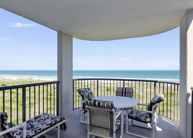 Grand oceanfront condo with breathtaking views of the north end, holiday rental in Ogden