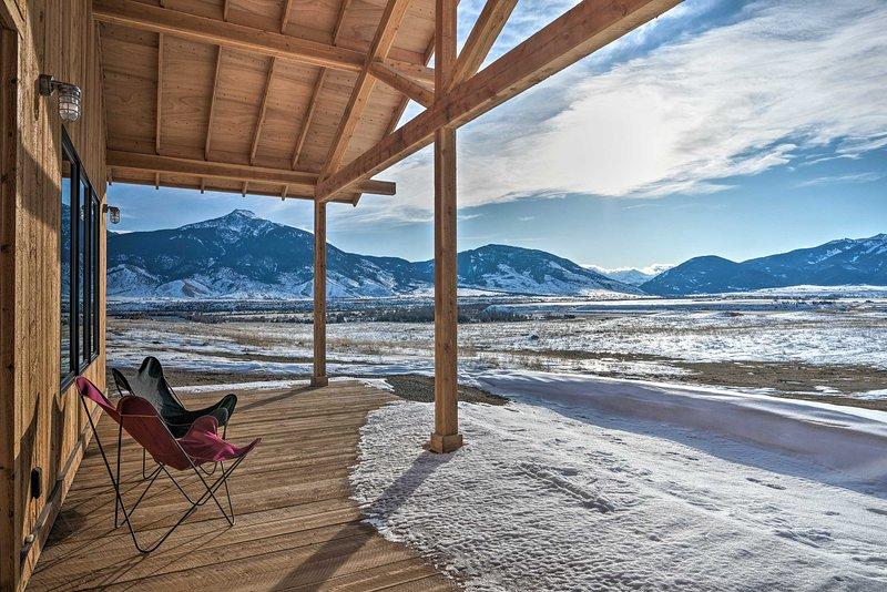NEW! Paradise Valley Retreat w/ Stunning Views!, location de vacances à Prier