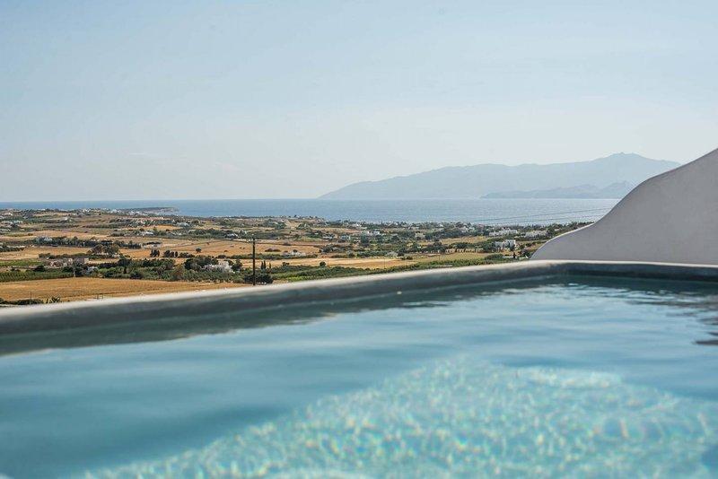 Villa Zoe · Villa with amazing sea views & plunge pool!, holiday rental in Isterni