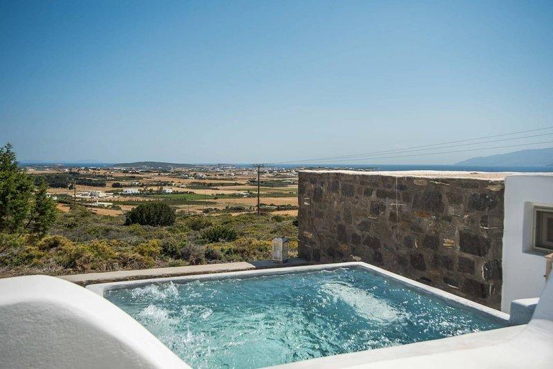 Villa Pisti  · 3-bed gorgeous villa - plunge pool & sea views, holiday rental in Isterni