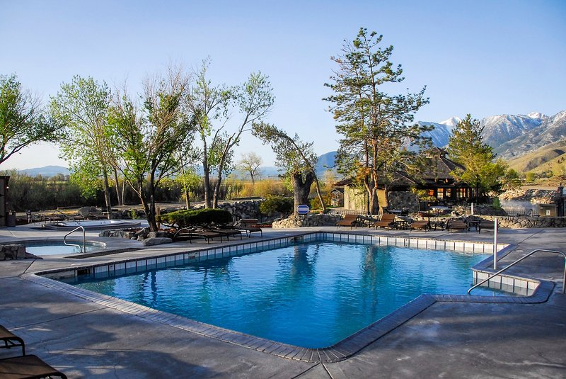 Tahoe Hot Springs >> Stunning Mountain Views And Outdoor Hot Springs Only 30