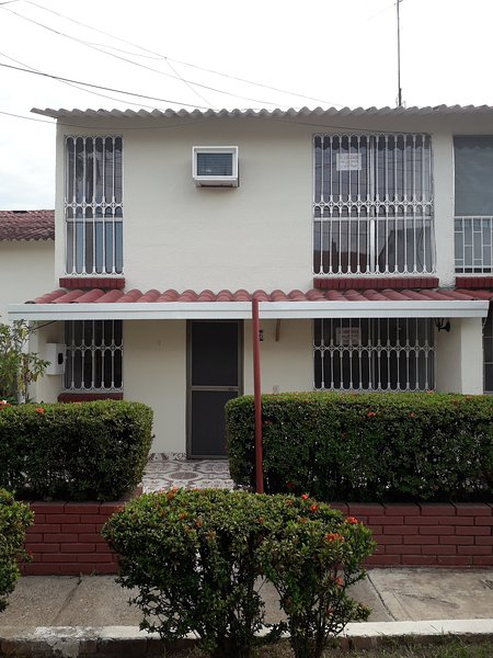 Casa Lilly, Sol y Calor, holiday rental in Girardot