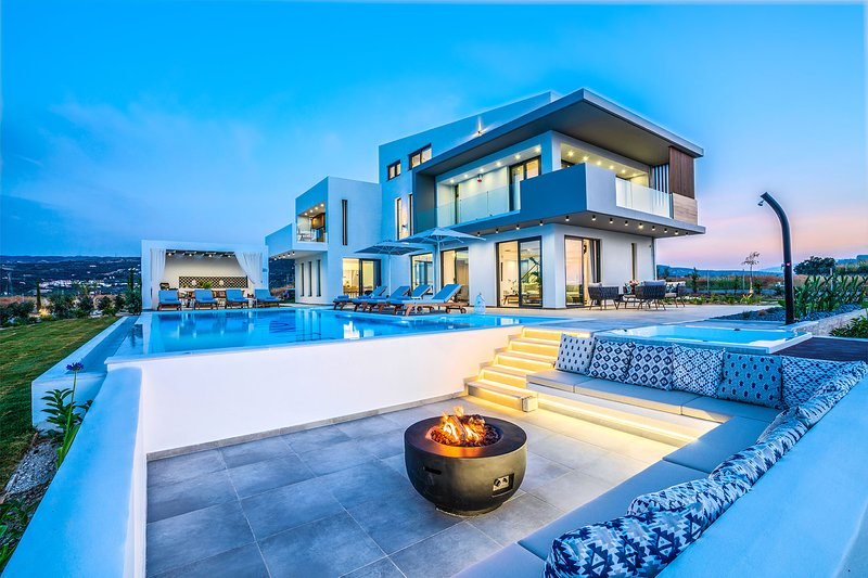 Top Luxury Villa with in Rethymno Crete with Private Pool, Near to the Beach, holiday rental in Adelianos Kampos