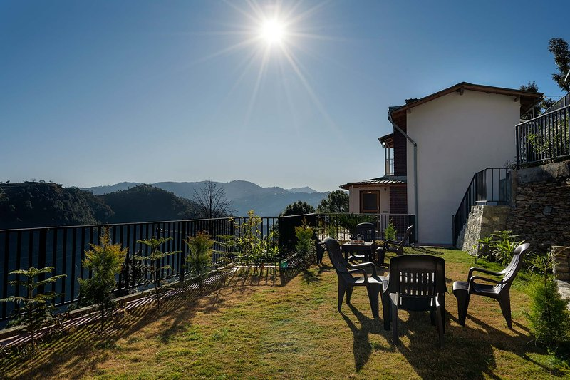 Dream cottage 3 by Vista Rooms, holiday rental in Mukteshwar