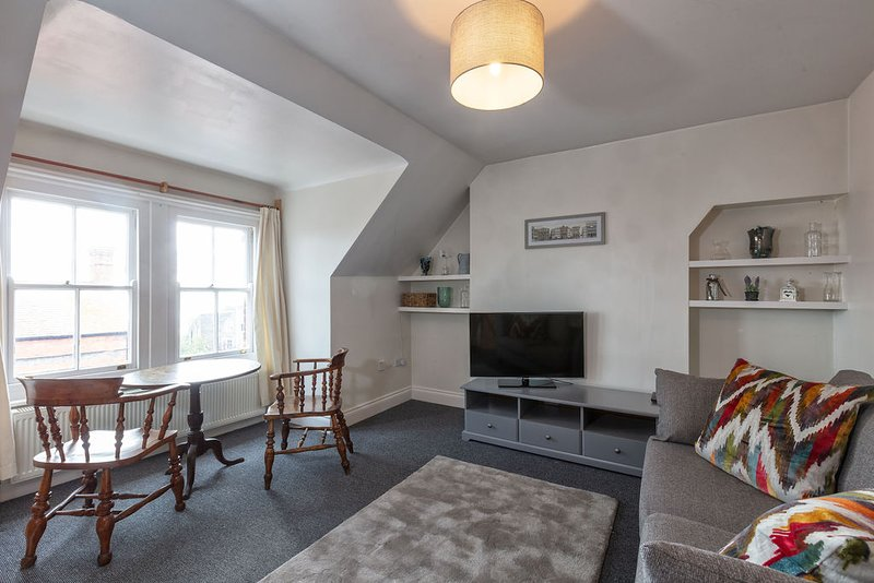 Queenie: Modest one bedroom apartment in great location. Cosy and affordable., location de vacances à Ramsgate