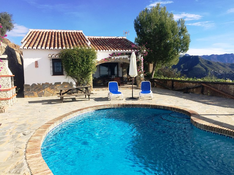 Finca Angarilla con piscina privada Cómpeta Málaga, vacation rental in Competa