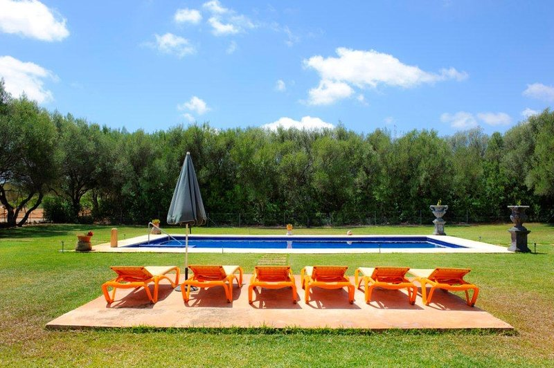 Finca Gallicant Lovely Holiday Farmhouse, vacation rental in Santanyi