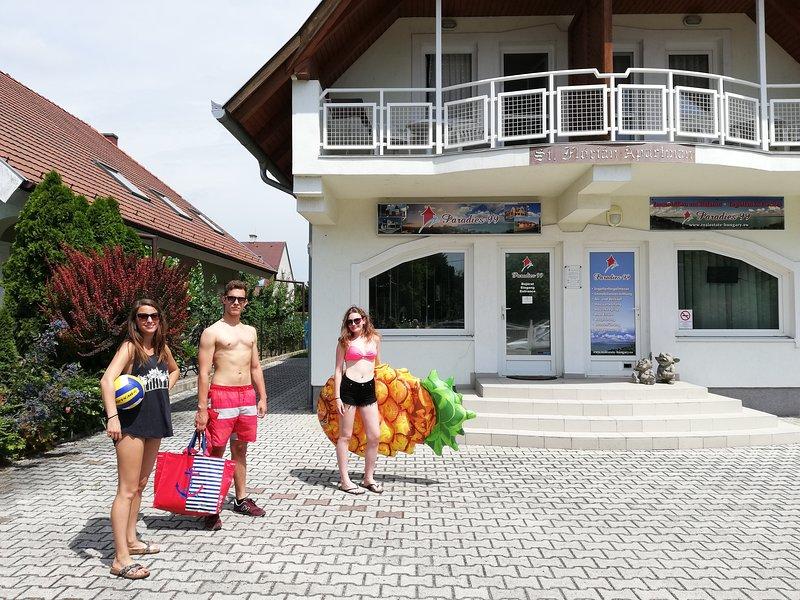 St Florian Violet Apartment, casa vacanza a Vonyarcvashegy