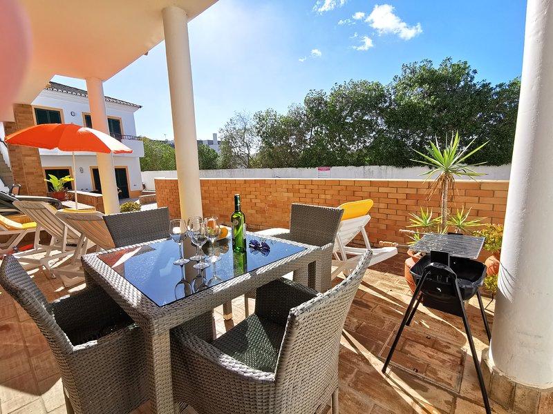 Soleggiato patio fuori dal soggiorno