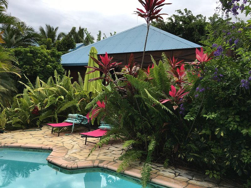 Amazing bungalow with swimming-pool, holiday rental in Saint-Louis