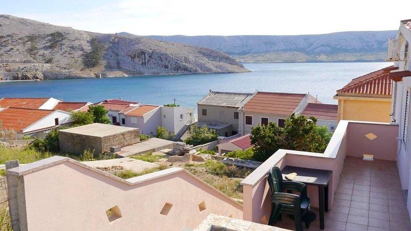 Cosy apartment with sea view and 1 bedroom, aluguéis de temporada em Metajna