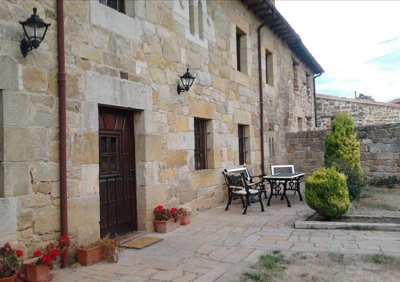 Beautiful studio with terrace, holiday rental in Valdeprado del Rio