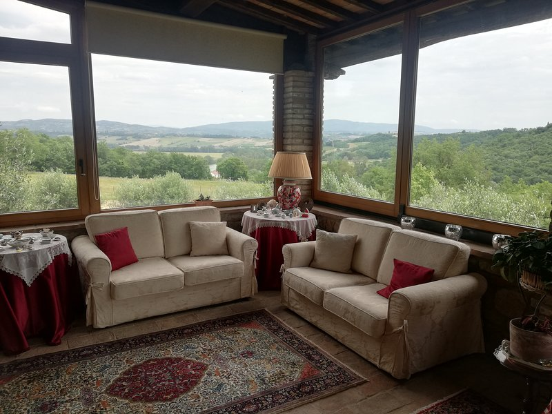 Big house with terrace & Wifi, holiday rental in Fratta Todina