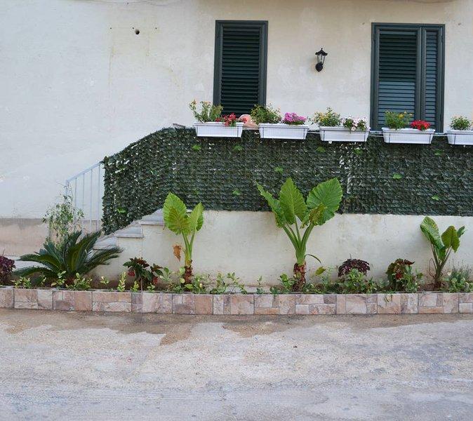Beautiful studio with balcony, holiday rental in Madonna Marina