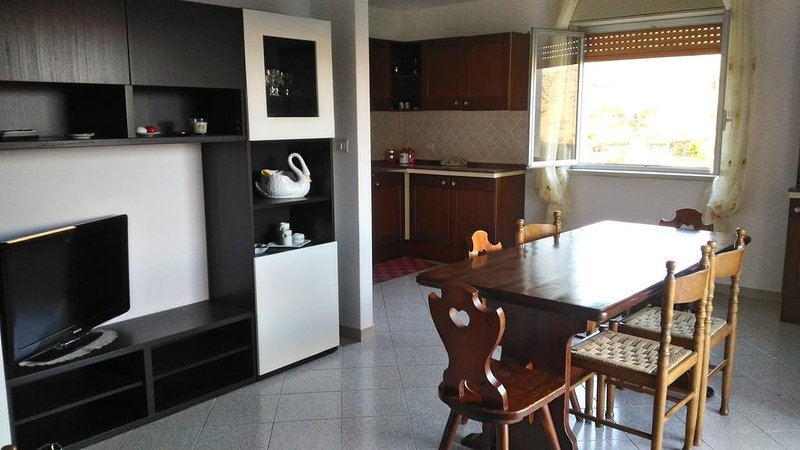 Apartment with mountain view, location de vacances à Linguaglossa