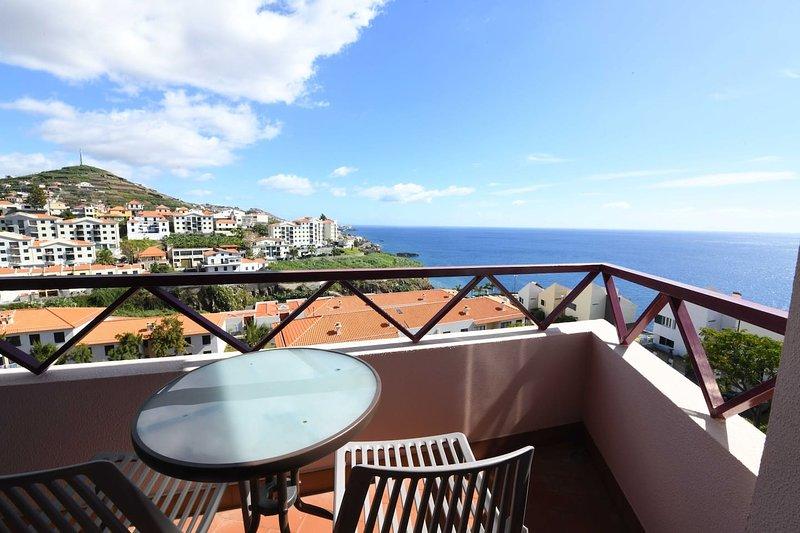 Beautiful apartment with sea view, holiday rental in Estreito de Camara de Lobos