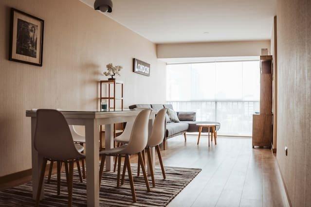 Área de jantar e sala de estar