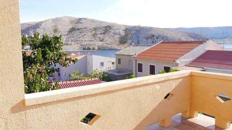Cosy 1 bedroom apartment with sea view, aluguéis de temporada em Metajna