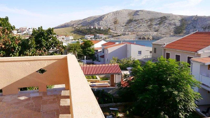 Cozy apartment with sea view and one bedroom, aluguéis de temporada em Metajna