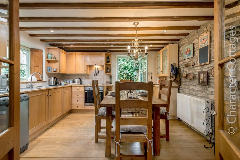 Carter's Cottage is a charming family home located in lovely Stow-on-the-Wold, location de vacances à Swell