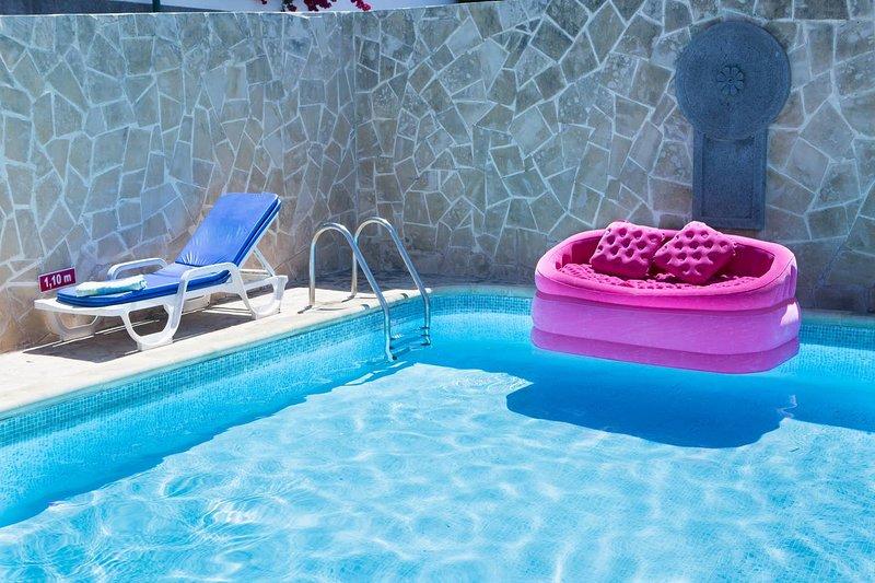 Spacious villa with swimming-pool, alquiler de vacaciones en Sao Goncalo
