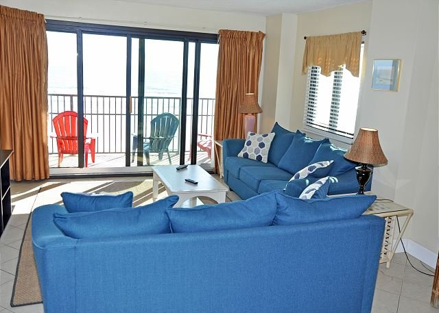 Direct oceanfront 3BR/2BA condo completely renovated at 2200 N Ocean Blvd, vacation rental in North Myrtle Beach